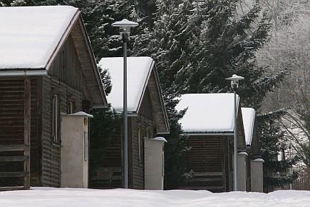 Samostatné chatičky v oploceném areálu, vhodné např. pro tábory nebo školy v přírodě, ubytování Plzeň sever